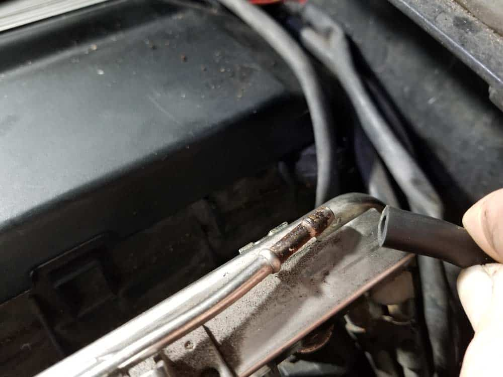 bmw m52 intake manifold removal - Remove the rear vacuum line from the fuel rail