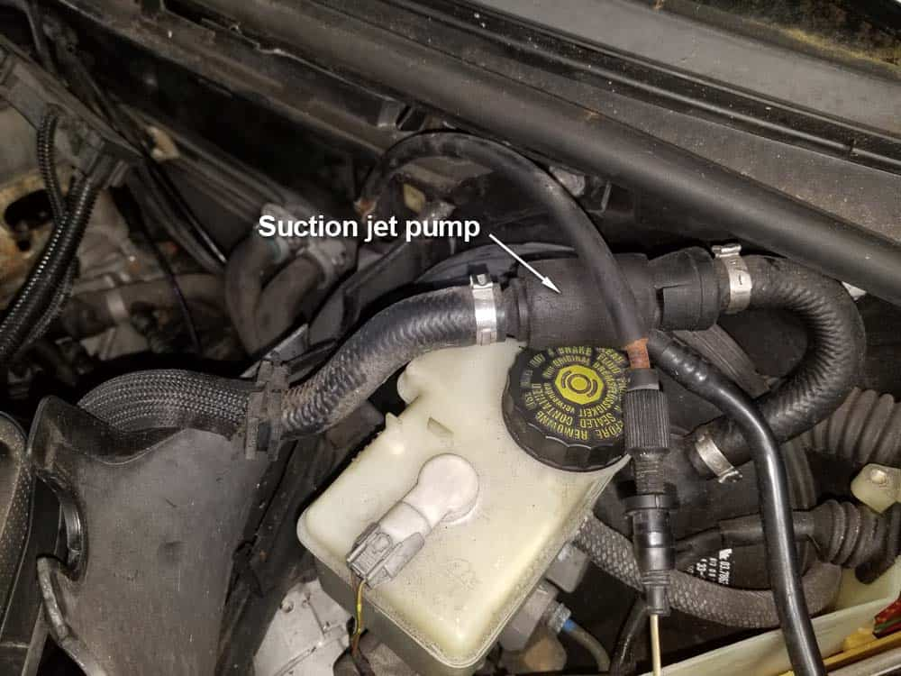 bmw m52 intake manifold removal - Locate the suction jet pump