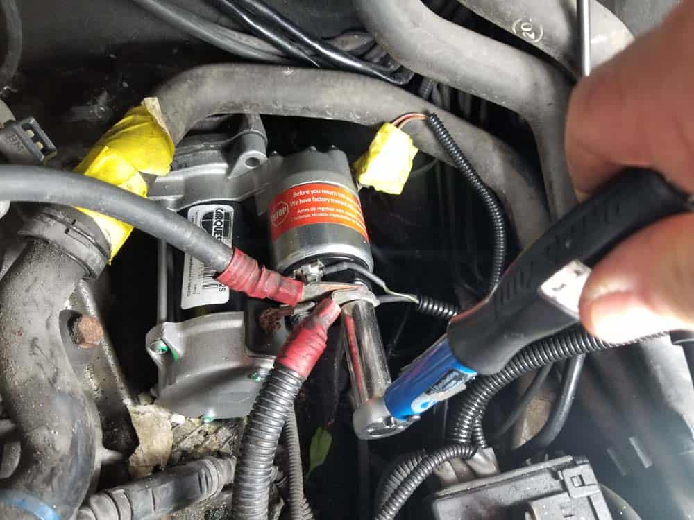 bmw e46 starter replacement - Reinstall the battery and alternator cables and torque to 12 Nm (9 ft-lb).