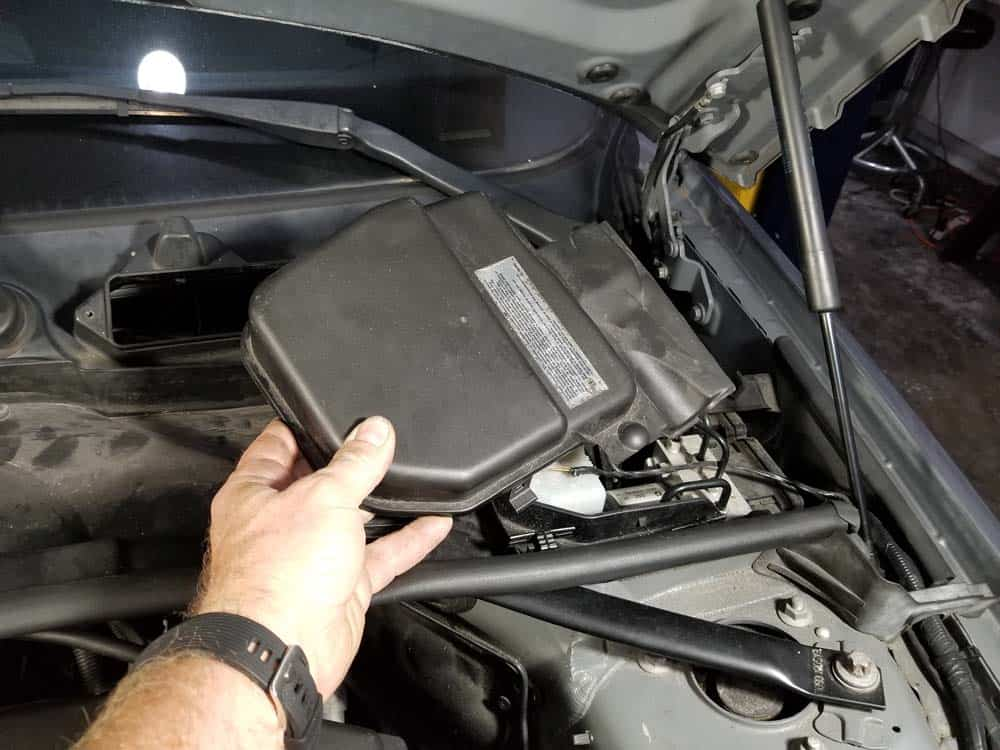 bmw n55 valve cover gasket replacement - Remove the left cover.