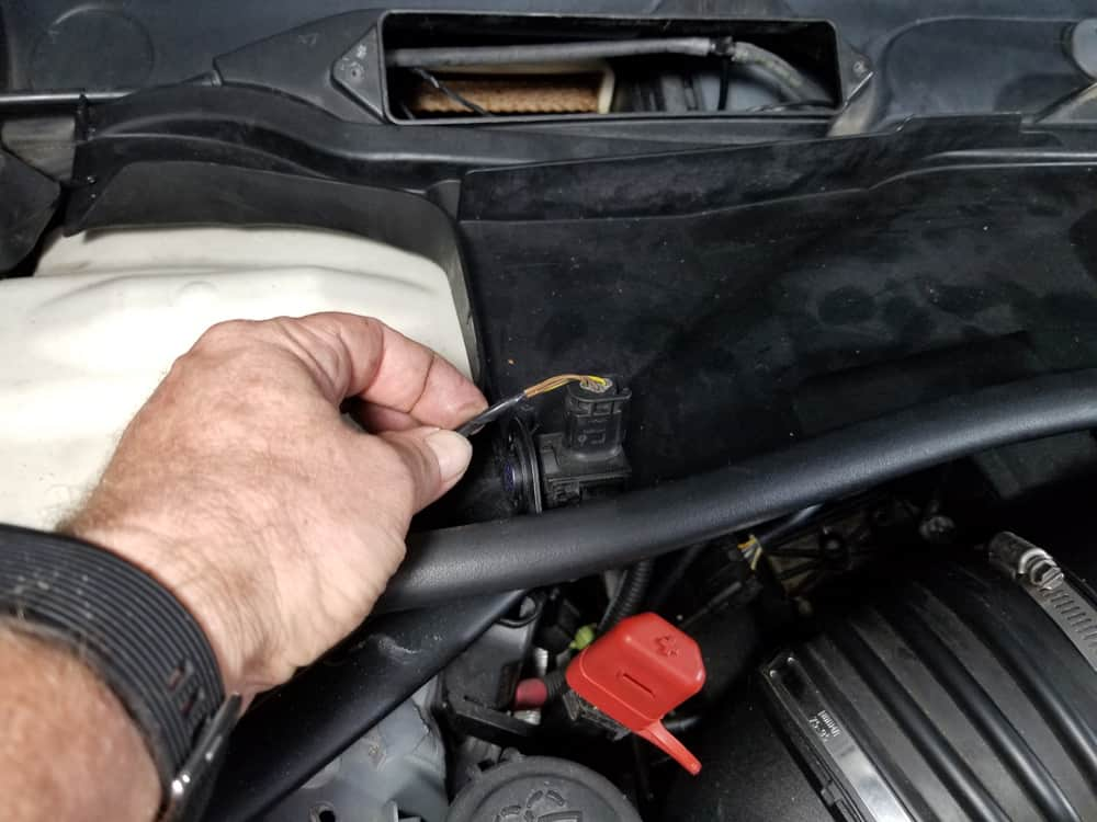 bmw n55 valve cover gasket replacement - Turn the right automatic recirculating air sensor counterclockwise until it releases from the cabin air filter housing