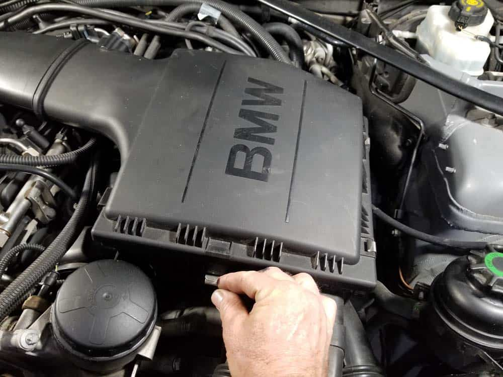 bmw n55 valve cover gasket replacement - Unclip the intake muffler cover