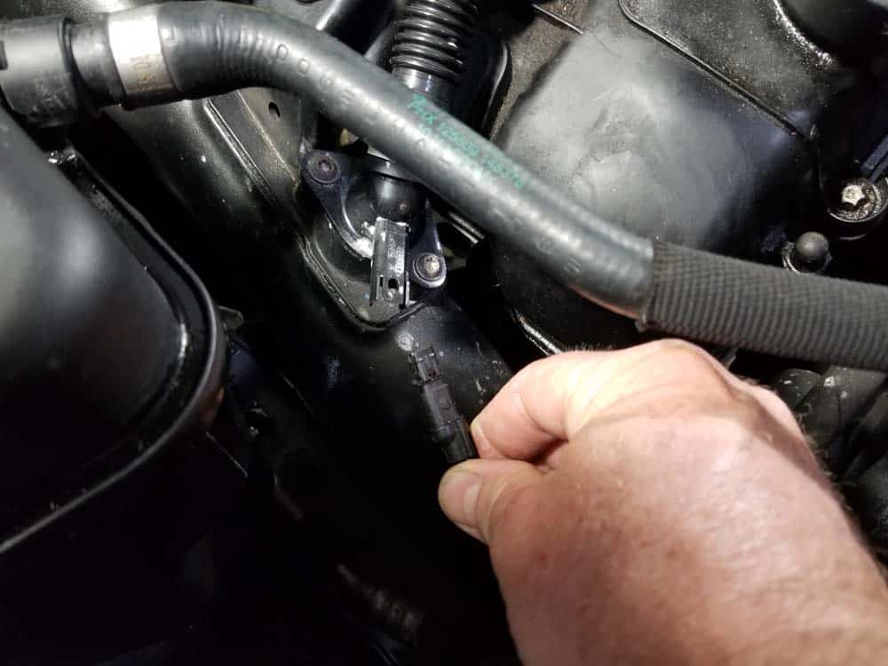 bmw n55 valve cover gasket replacement - Disconnect the crankcase vent sensor