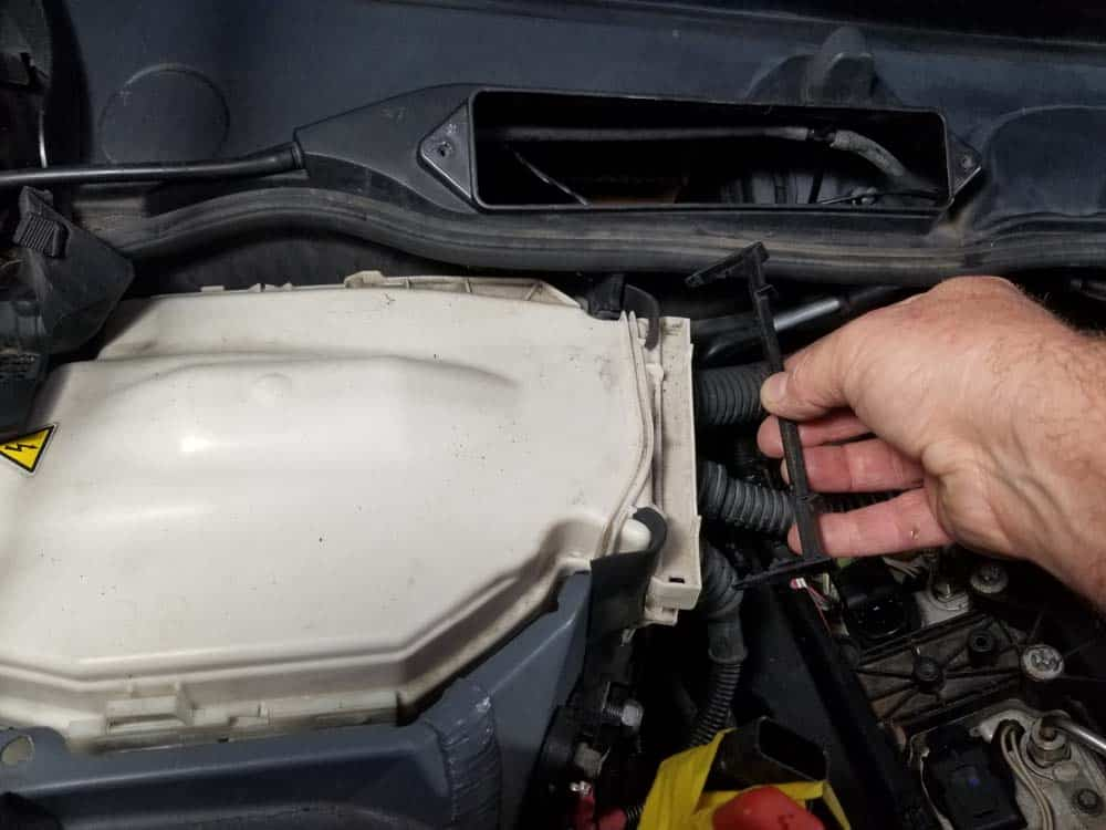 bmw n55 valve cover gasket replacement - Remove the left lock lever from the E-box