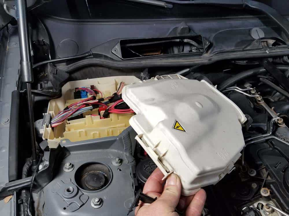 bmw n55 valve cover gasket replacement - Remove the lid from the E-box