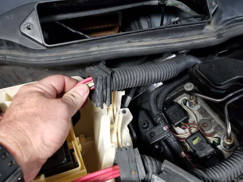 bmw n55 valve cover gasket replacement - Remove the second wiring harness from the E-box