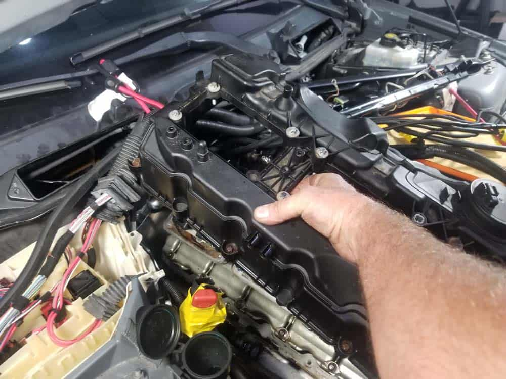 bmw n55 valve cover gasket replacement - Lift the rear of the valve cover up first when removing