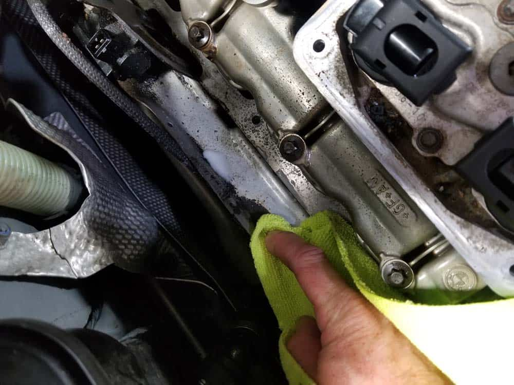 bmw n55 valve cover gasket replacement - Clean up all of the old and burnt oil on the engine block