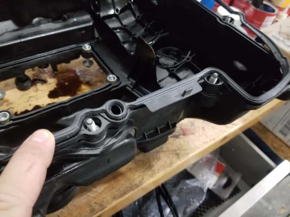 bmw n55 valve cover gasket replacement - Immediately install the new gasket while the adhesive is wet