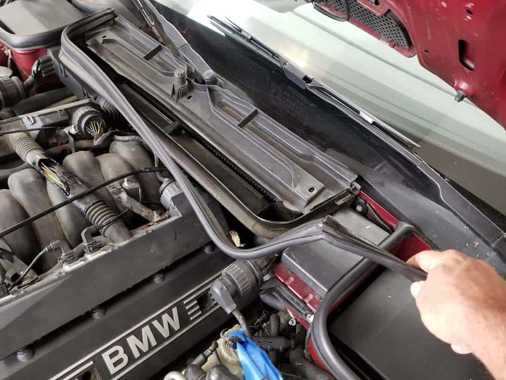 bmw m60 pcv valve replacement - Remove the hood gasket