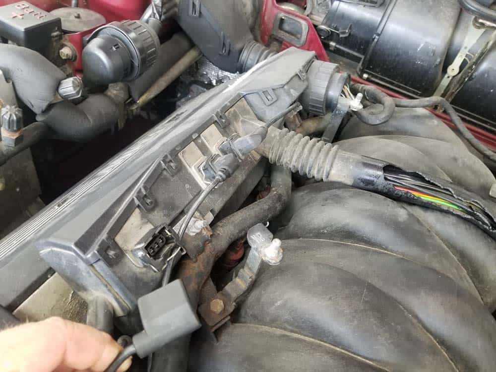 bmw m60 pcv valve replacement - Remove the right side connectors