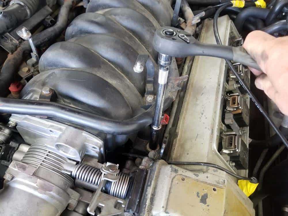 bmw m60 intake manifold gasket replacement - Remove the intake manifold mounting nuts.