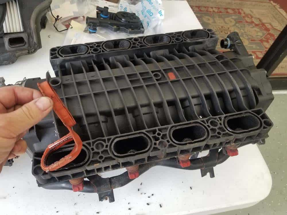 bmw m60 intake manifold gasket replacement - Remove the old rubber intake gaskets