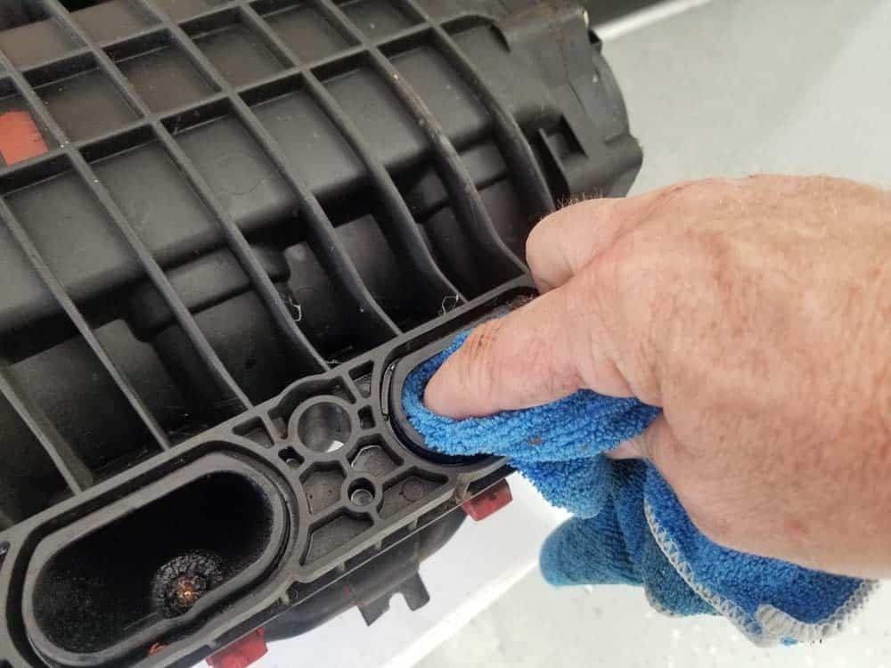 bmw m60 intake manifold gasket replacement - Clean the intake manifold ports and gasket mounting grooves