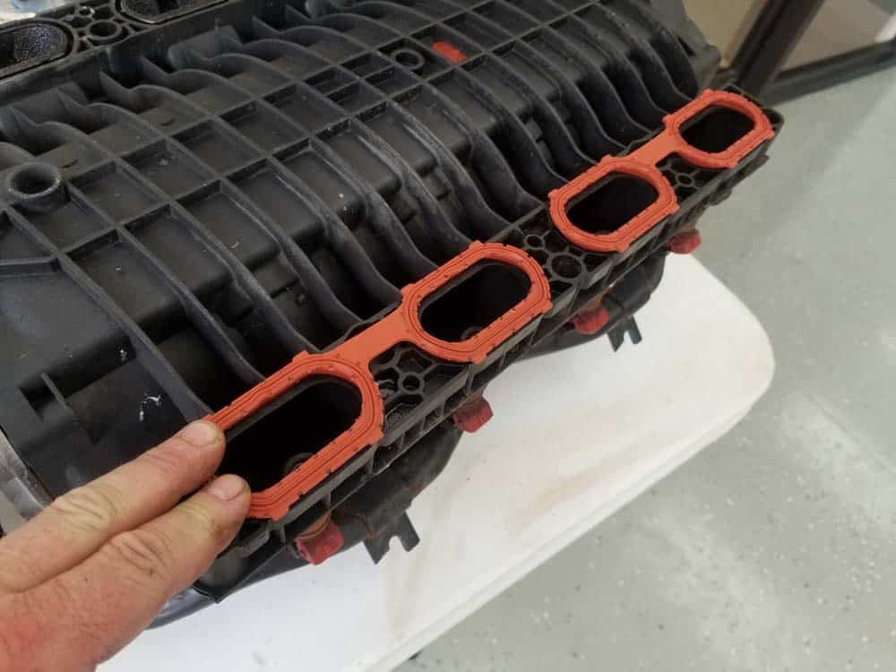 bmw m60 intake manifold gasket replacement - Install the new manifold gaskets