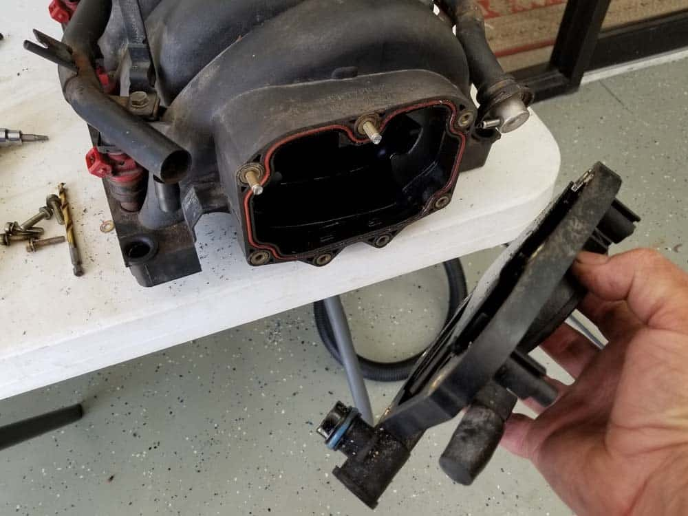 bmw m60 pcv valve replacement - Remove the PCV valve from the intake manifold