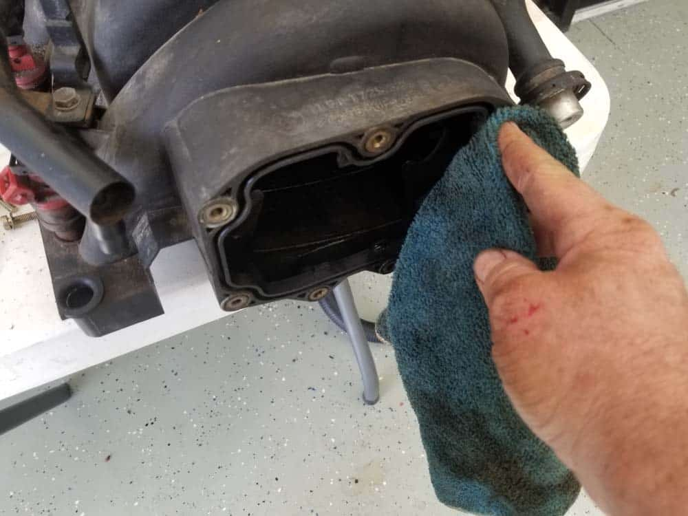 bmw m60 pcv valve replacement - Clean out the PCV valve gasket groove in the manifold