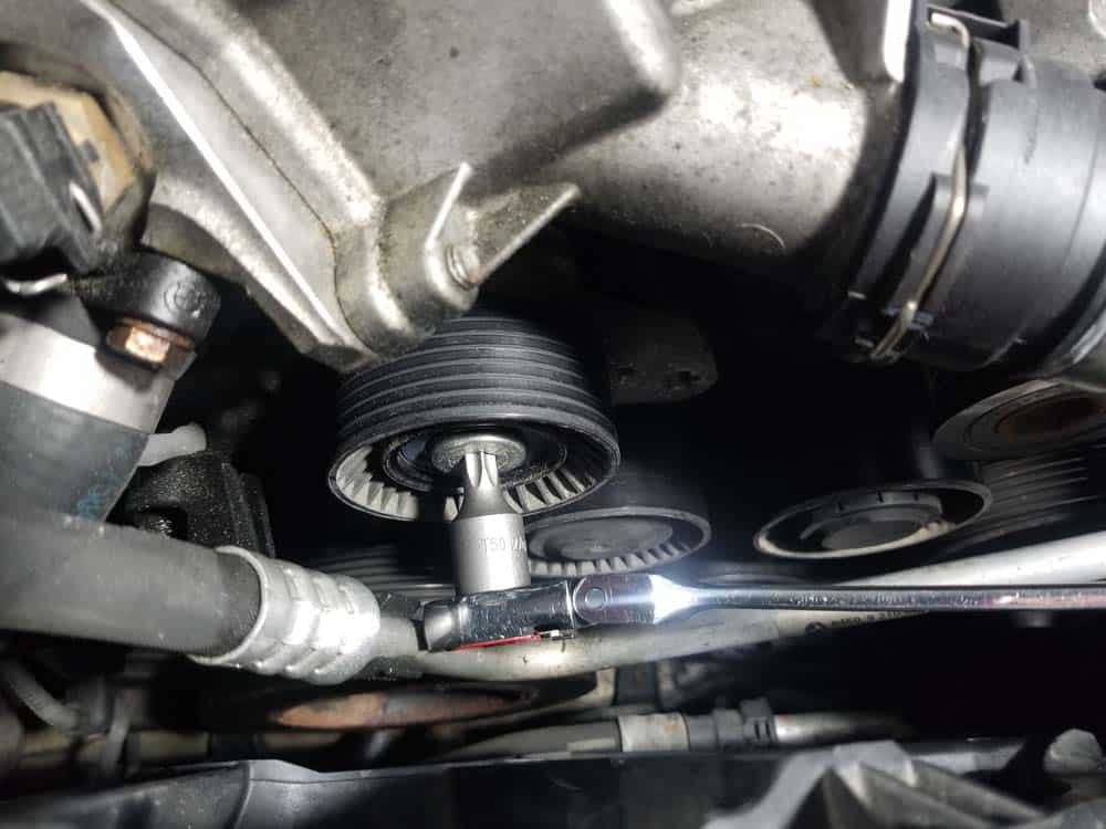 bmw n55 engine squeal - Use a T50 torx bit to remove the belt tensioner mounting bolt