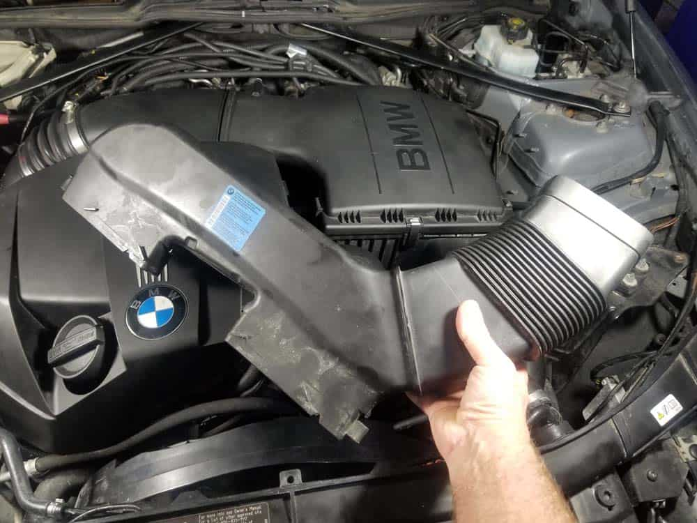 bmw n55 engine squeal - Unscrew the intake duct from the suction hood