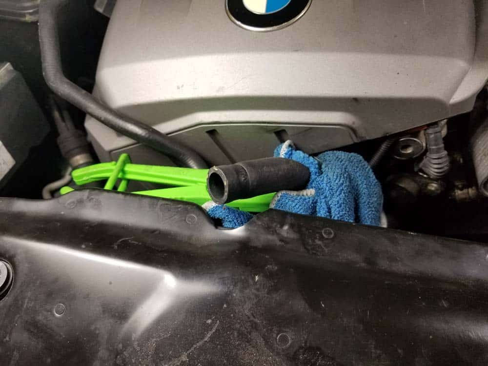 bmw n52 oil filter housing gasket replacement - Prop the coolant line up so it doesn't leak coolant