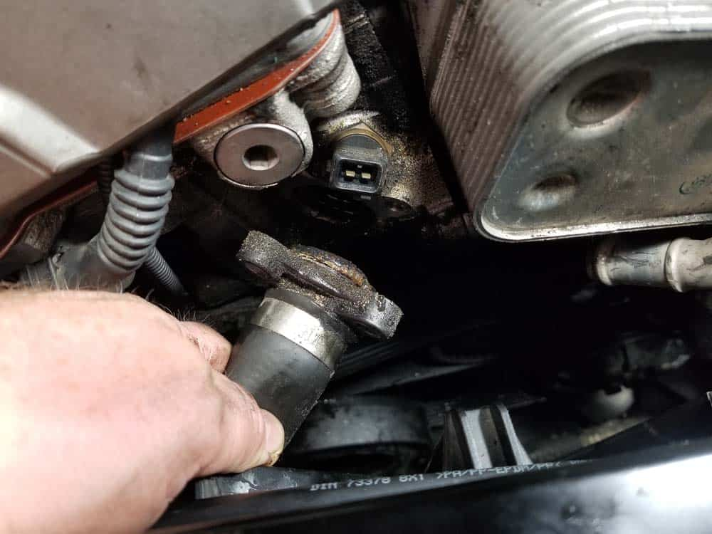 bmw n52 oil filter housing gasket replacement - Pull the thermostat coolant line from the cylinder head