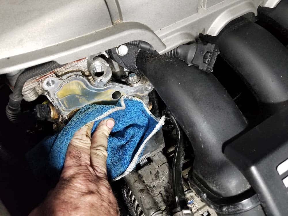 Thoroughly clean the cylinder head with CRC Brakleen