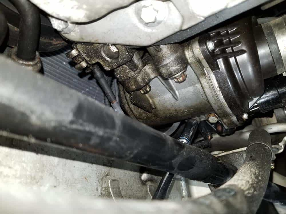 bmw e90 thermostat replacement - Remove the two thermostat mounting bolts