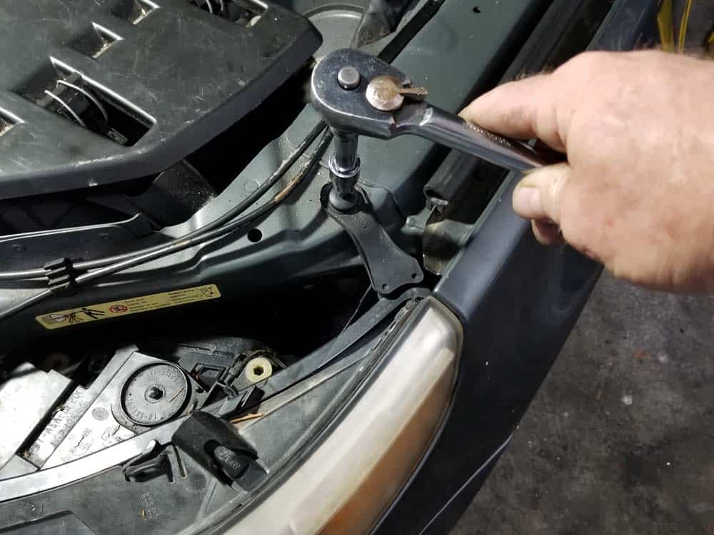 bmw e60 xenon headlight bulb - Use a T30 torx bit to remove the first upper mounting bolt