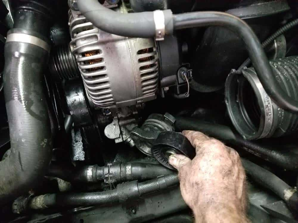 bmw e60 serpentine belt and pulley replacement - Slide the tensioner pulley from under the alternator.