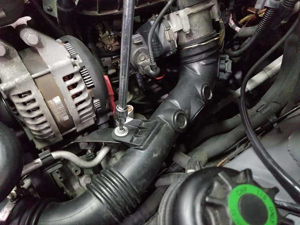 bmw n55 starter replacement - Remove the charge pipe's mounting bolt