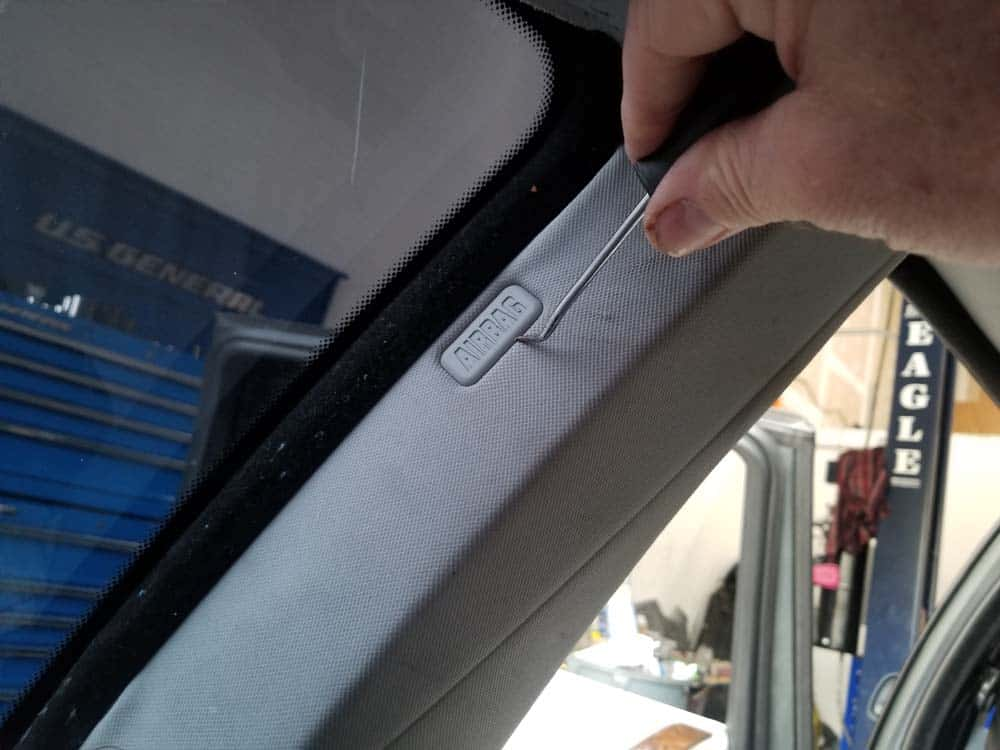 bmw e61 headliner removal - Remove the Airbag cover cap with a metal pick from the rear of the C pillar