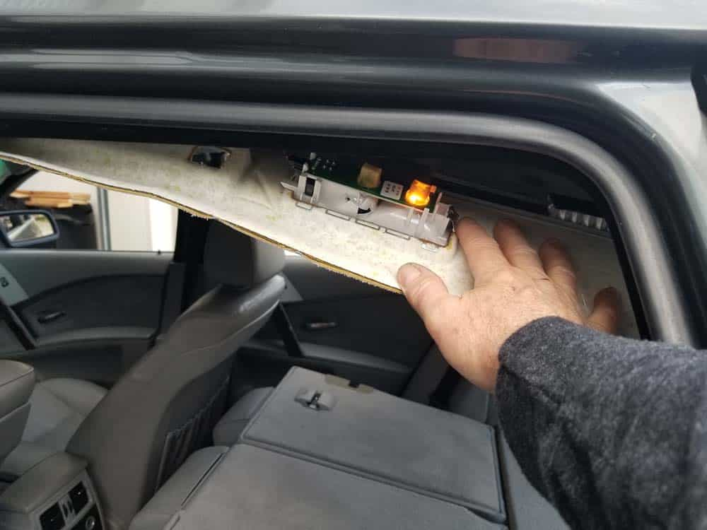 bmw e61 headliner removal - Continue to pull the headliner down on the sides of the vehicle