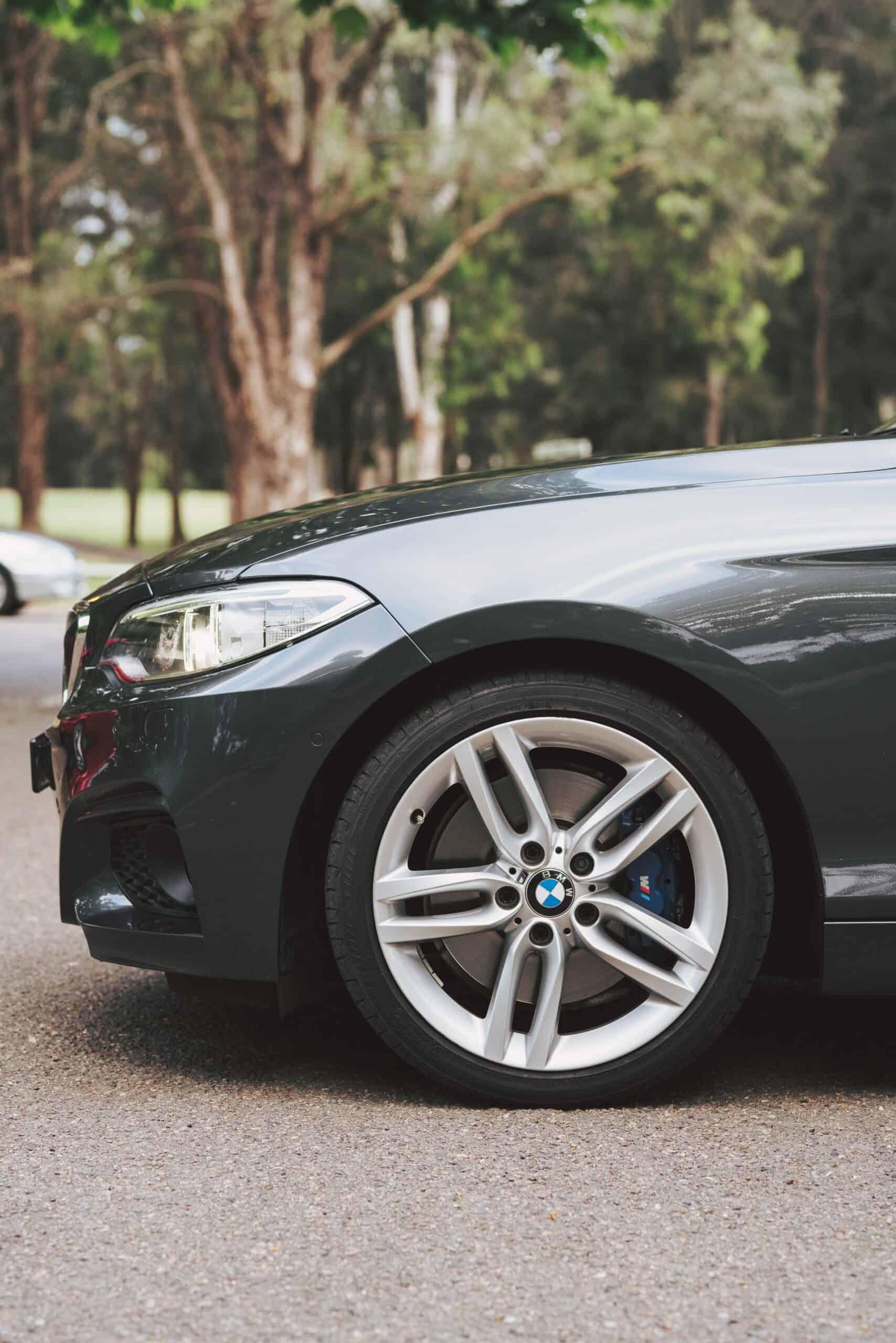 BMW Scratch Paint Repair