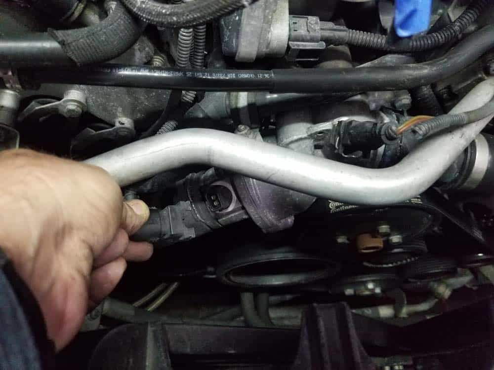 bmw n62 intake manifold gasket replacement - Unplug the thermostat sensor.