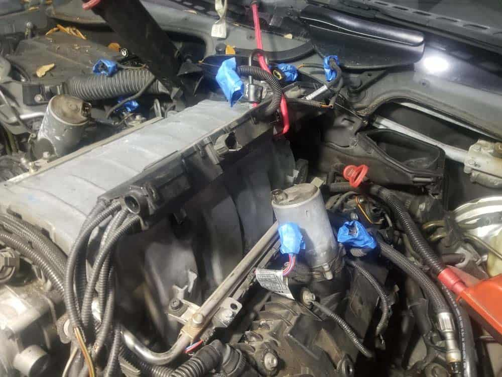 bmw n62 intake manifold gasket replacement - Move the left wiring harness out of the work area.