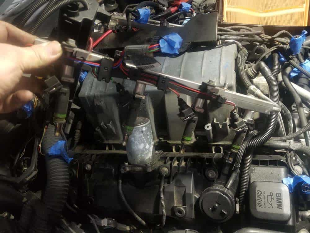 bmw n62 intake manifold gasket replacement - Remove the right fuel rail assembly