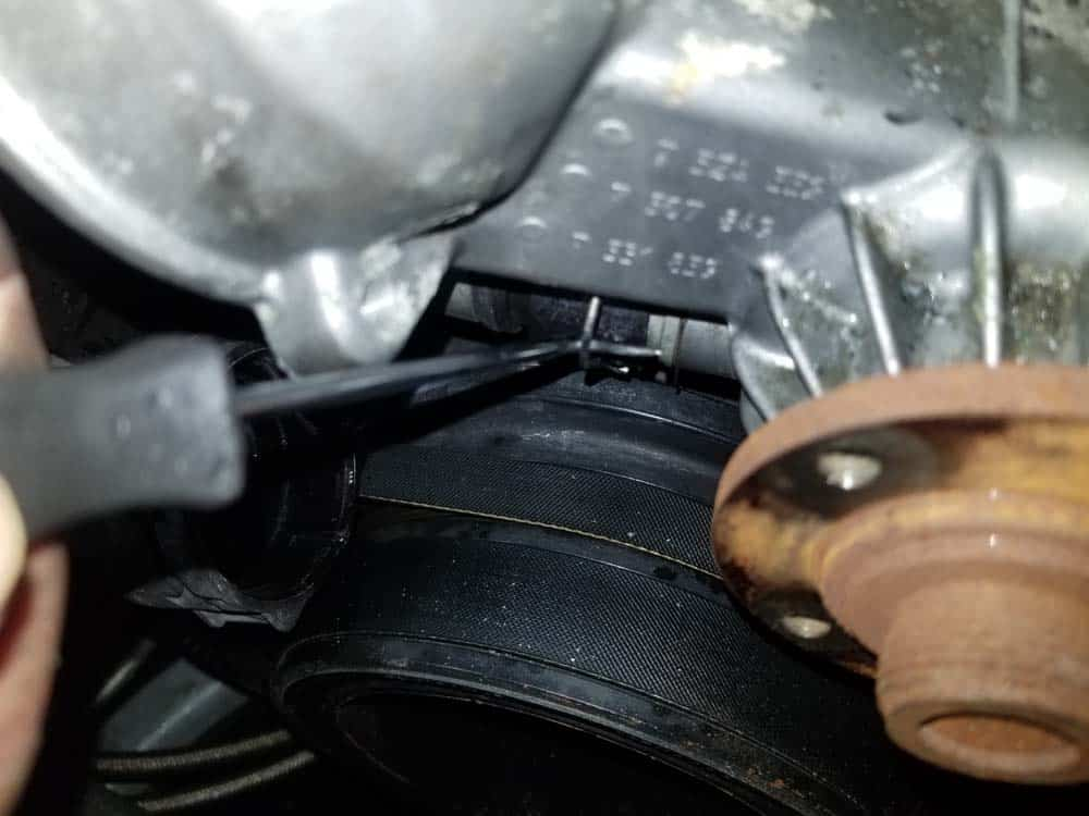 Release the locking clip on the lower expansion tank return hose