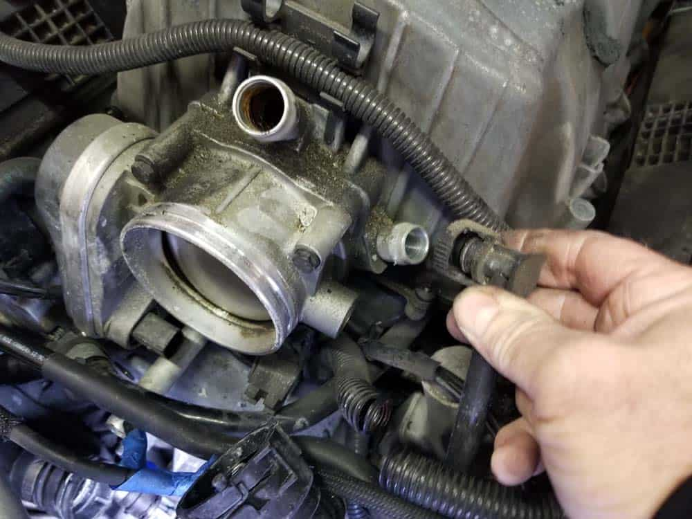 bmw n62 intake manifold - Unplug the fuel line vent valve from the intake manifold