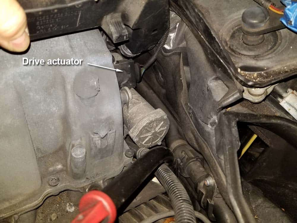 bmw n62 intake manifold - Locate the drive actuator on the rear right side of the intake manifold.