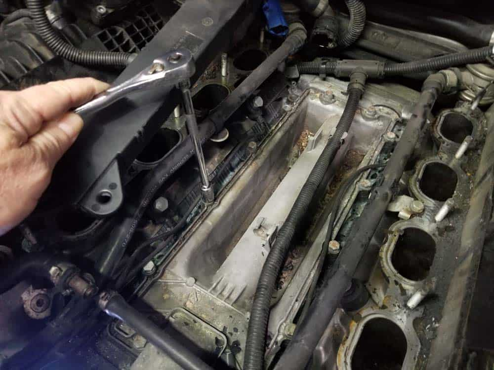 bmw n62 valley pan replacement - Remove the twelve 10mm valley pan bolts
