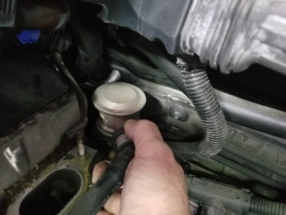 bmw n62 air pump control valve replacement - Squeeze the pressure hose assembly connection