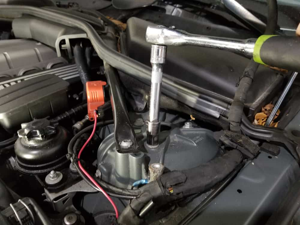 bmw e60 front strut replacement - Use a 15mm socket wrench to remove the three strut mount nuts