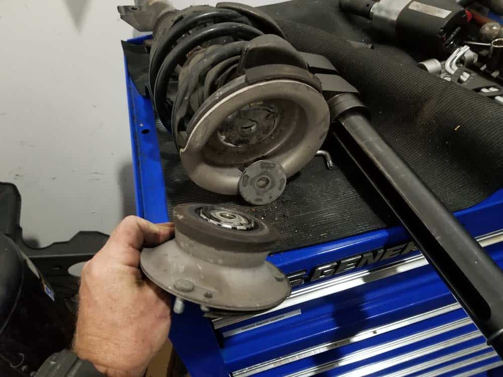 bmw e60 front strut replacement - Remove the old parts from the strut