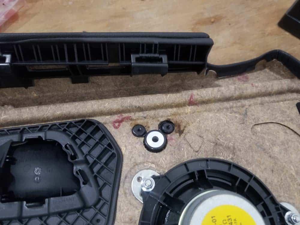 bmw e90 door handle replacement - The upper handle fasteners