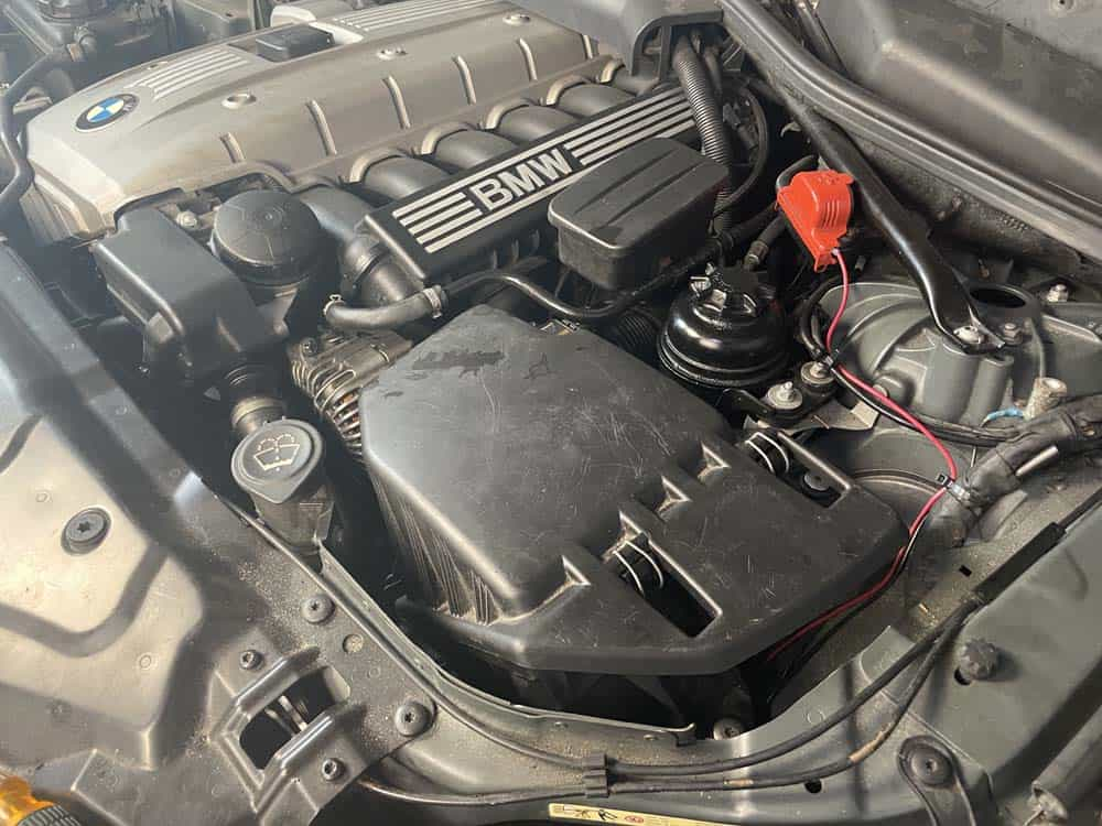 rough idle diagnoses and repair - A N52 six cylinder engine with a vacuum leak in the intake