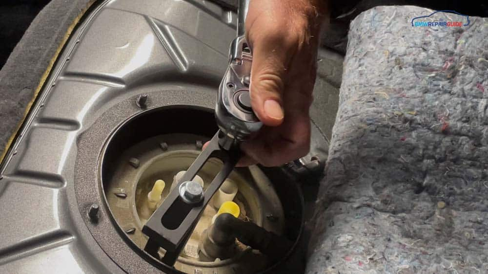 Remove the fuel pump locking ring