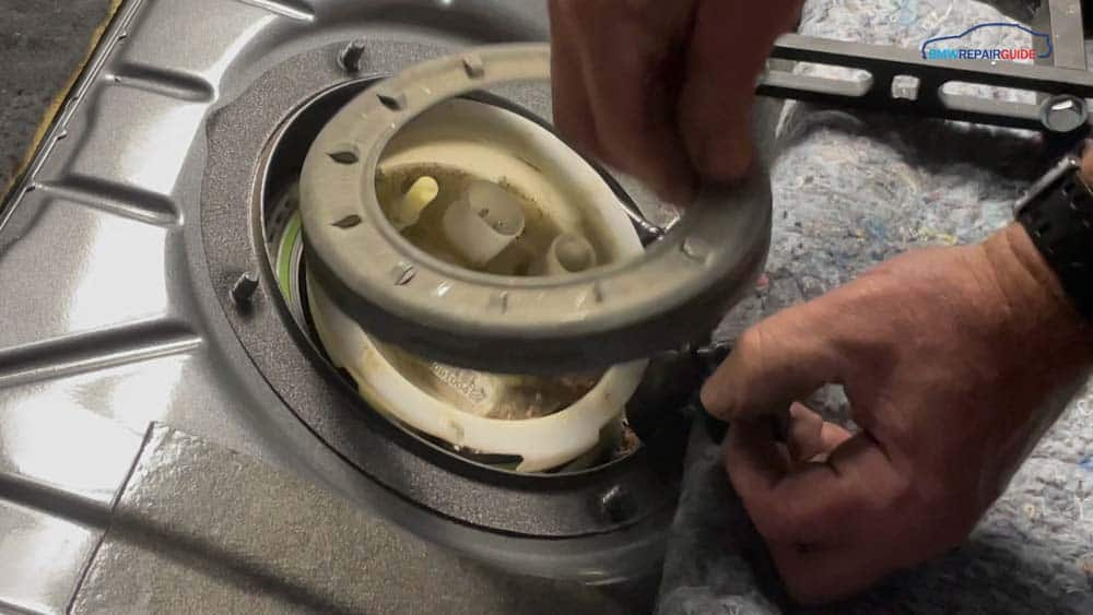 bmw e90 fuel pump replacement - Remove the locking ring from the pump