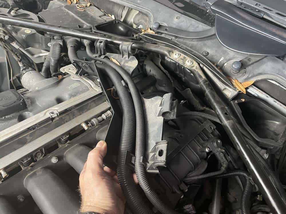 Remove the wiring harness from the strut brace