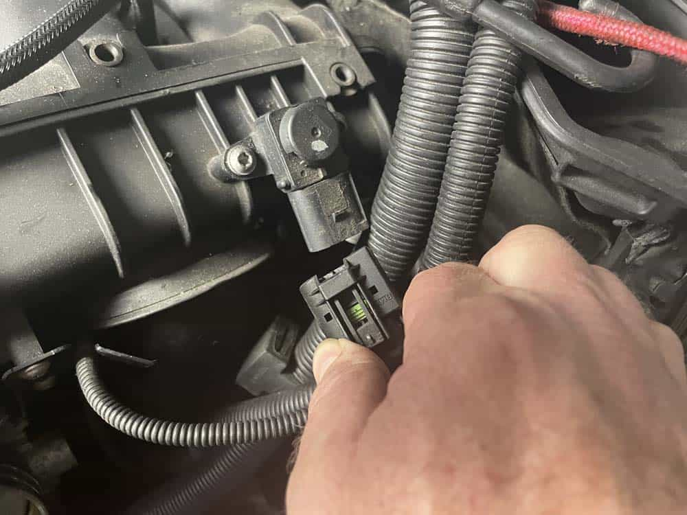 bmw n52 intake manifold removal - unplug the differential pressure sensor