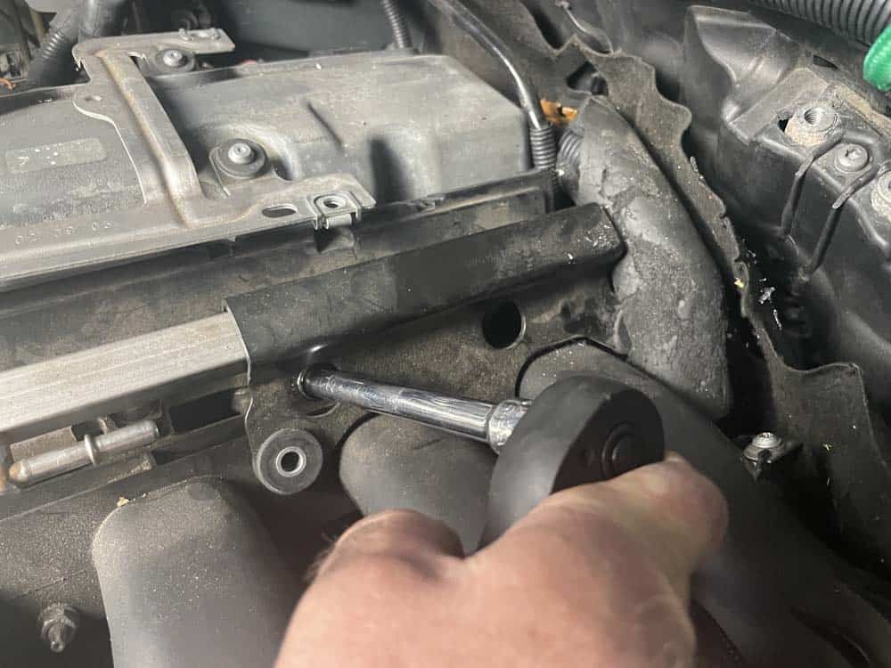bmw n52 intake manifold removal - Remove the fuel rail mounting bracket